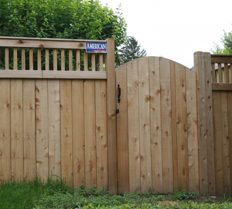 AmeriFence Corporation Kansas City - Wood Fencing, 1065 Custom Solid with Accent Top Gate