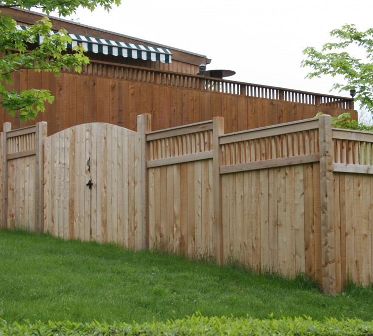 AmeriFence Corporation Kansas City - Wood Fencing, 1066 Custom Solid with Accent Top Gate