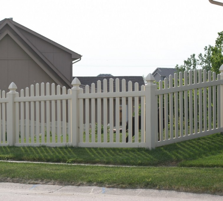 AmeriFence Corporation Kansas City - Vinyl Fencing, 4' Overscalloped Pickets PVC with French Gothic Post Caps - AFC - IA
