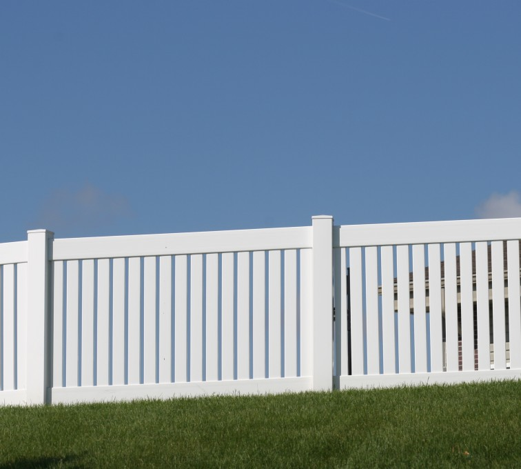 AmeriFence Corporation Kansas City - Vinyl Fencing, 4' Closed Picket 569