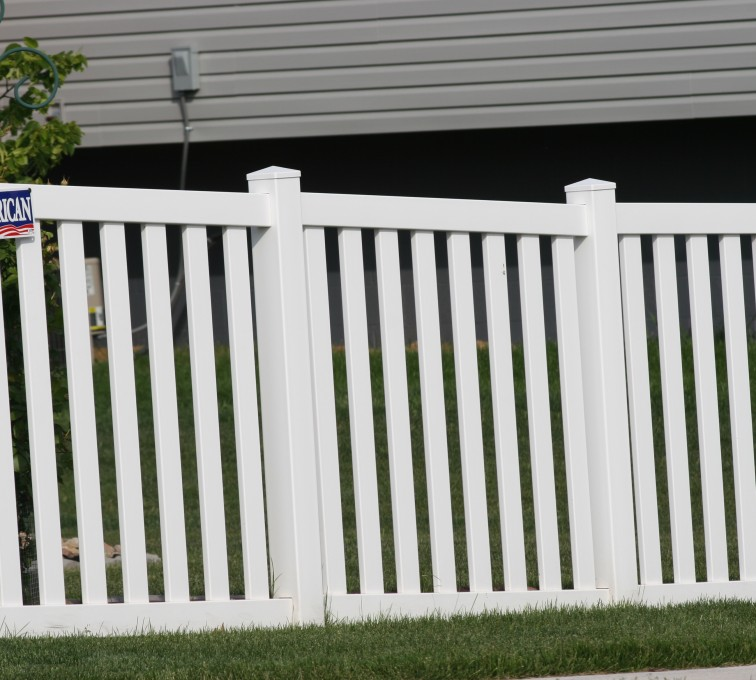 AmeriFence Corporation Kansas City - Vinyl Fencing, 4' Closed Picket 580