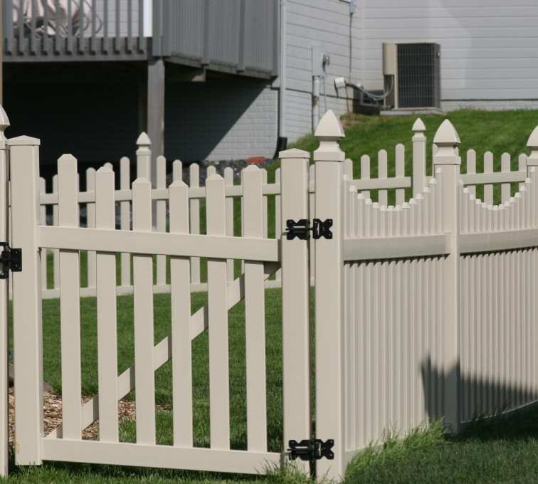 AmeriFence Corporation Kansas City - Vinyl Fencing, 4' Picket Unscallop Tan 553