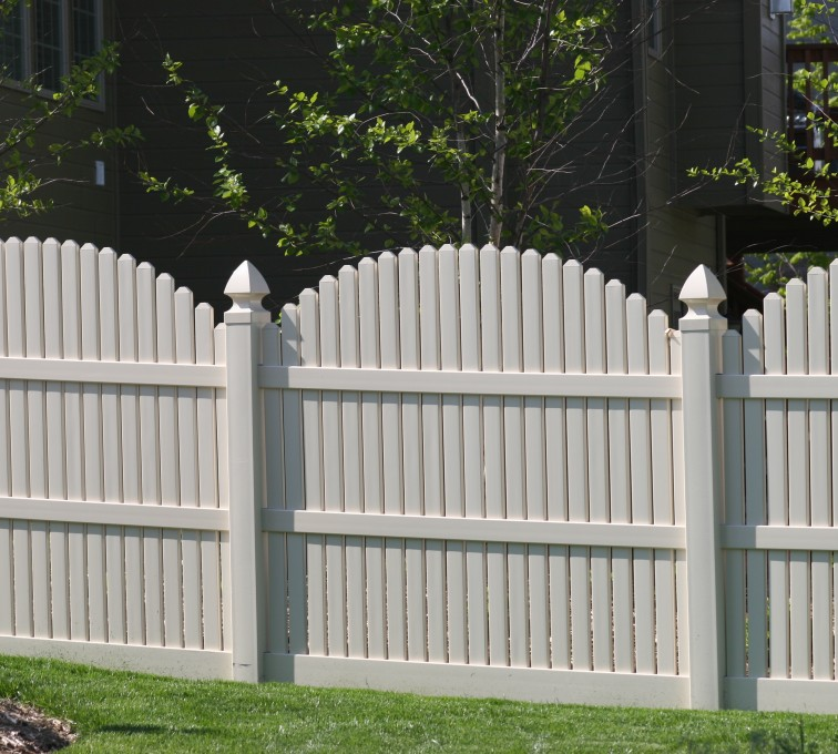 AmeriFence Corporation Kansas City - Vinyl Fencing, 556 6' overscallop picket white