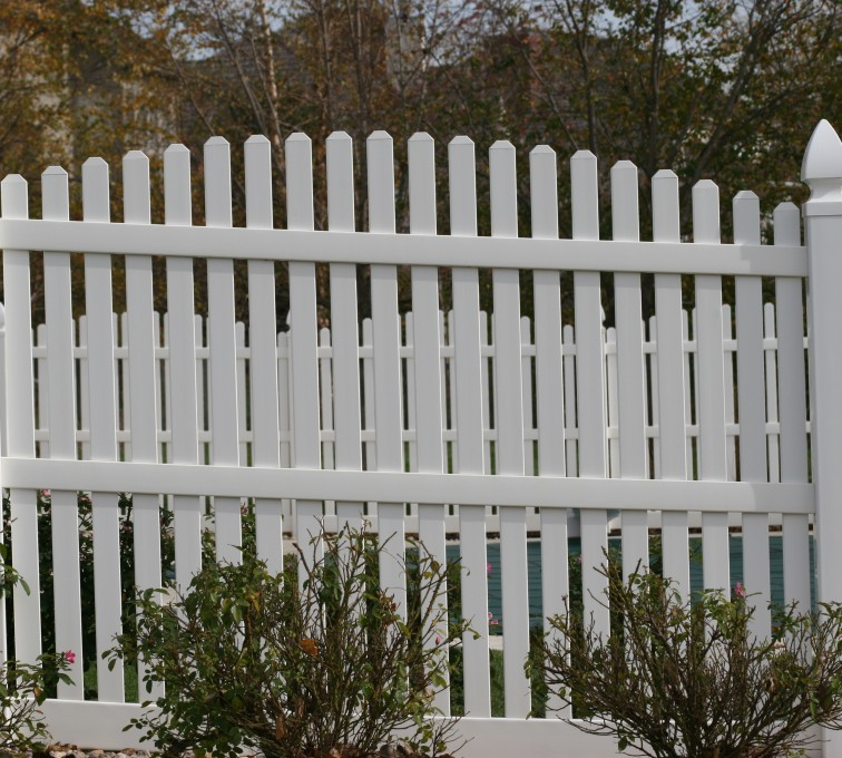 AmeriFence Corporation Kansas City - Vinyl Fencing, 560 Vinyl 6' overscallop picket 2