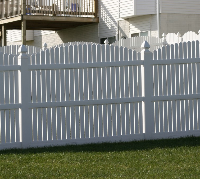 AmeriFence Corporation Kansas City - Vinyl Fencing, 561 Vinyl 6' overscallop picket