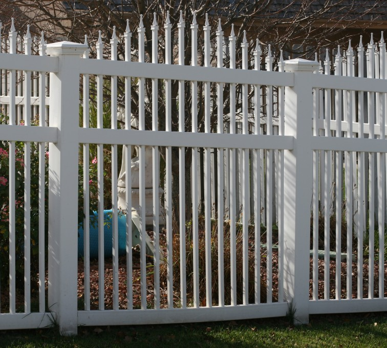 AmeriFence Corporation Kansas City - Vinyl Fencing, 562 Vinyl Ornamental Overscallop 6' Photo