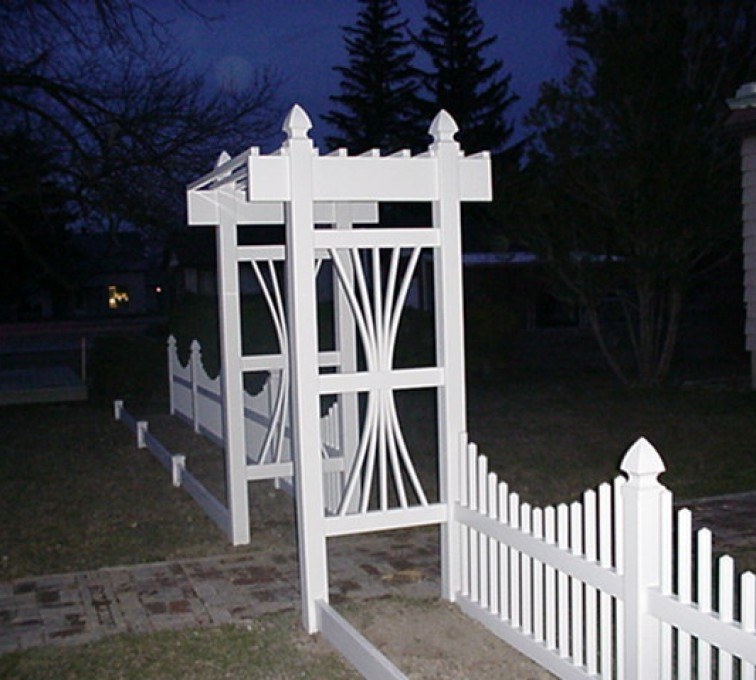 AmeriFence Corporation Kansas City - Vinyl Fencing, 565 Underscallop with Arbor 1