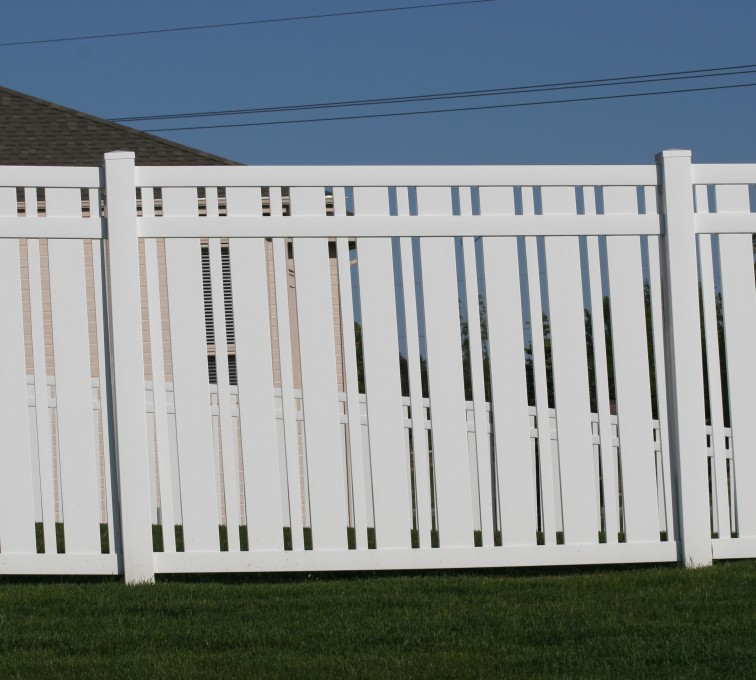 AmeriFence Corporation Kansas City - Vinyl Fencing, 6' Alternating Picket 572