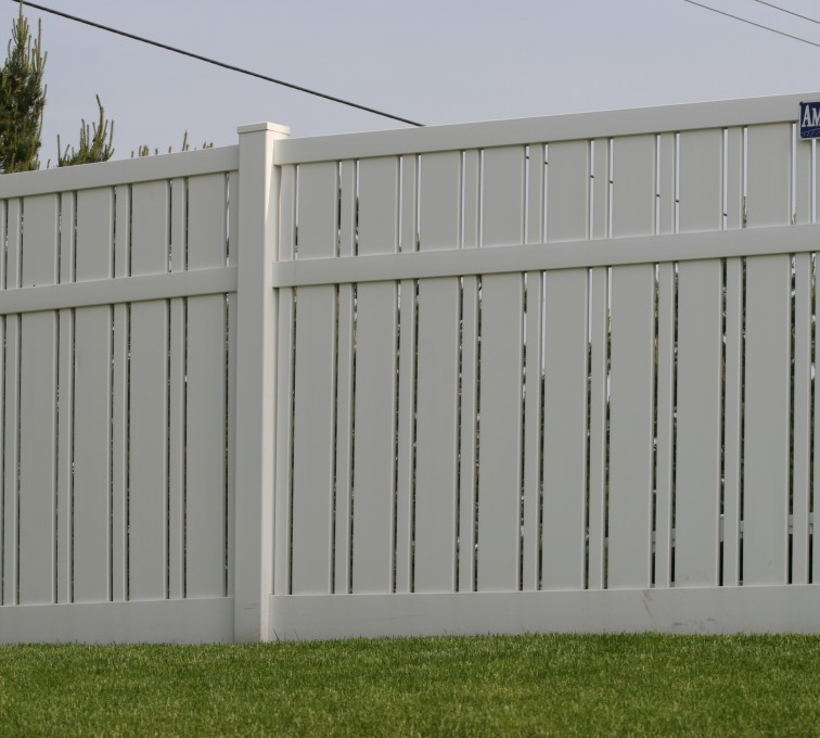AmeriFence Corporation Kansas City - Vinyl Fencing, 6' Alternating Picket 577