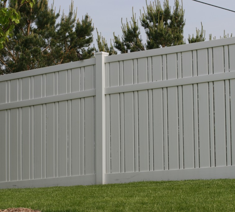 AmeriFence Corporation Kansas City - Vinyl Fencing, 6' Alternating Picket 578