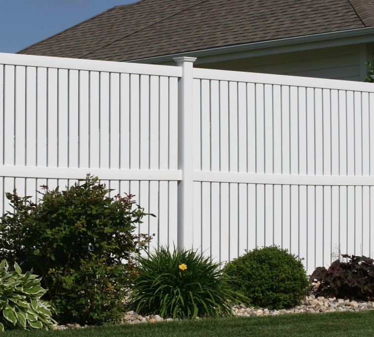 AmeriFence Corporation Kansas City - Vinyl Fencing, 6' alternating picket 570