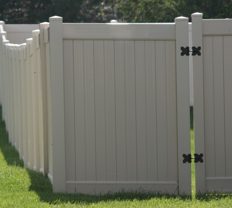 AmeriFence Corporation Kansas City - Vinyl Fencing, 6' solid Privacy (622)