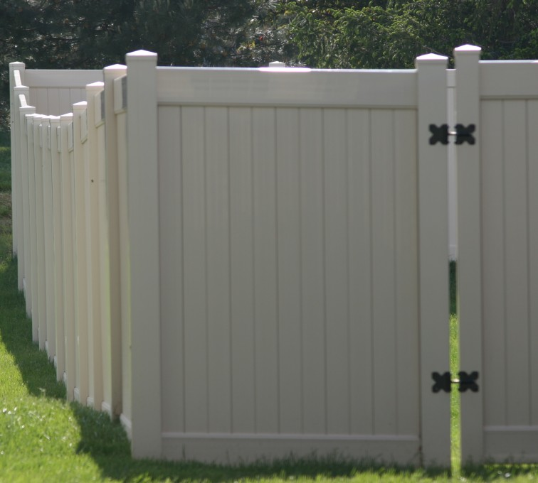 AmeriFence Corporation Kansas City- Vinyl Fencing, 6' solid privacy (621)