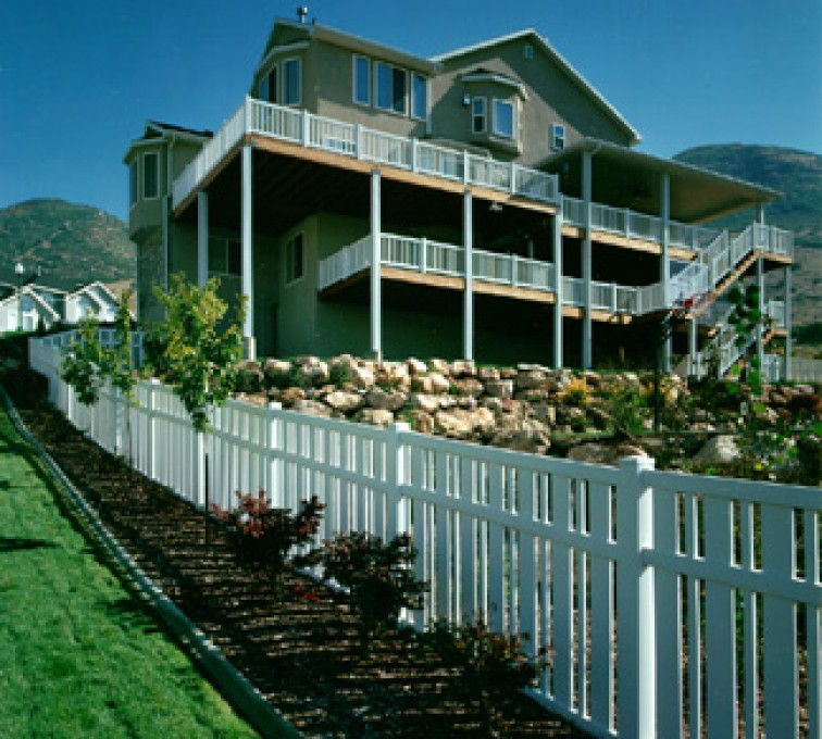 AmeriFence Corporation Kansas City - Vinyl Fencing, Alternating picket (827)