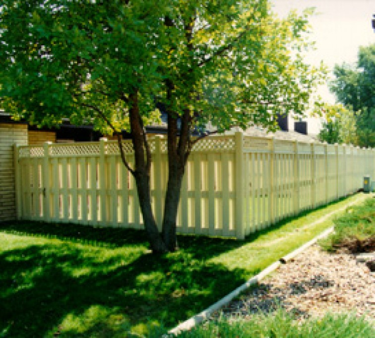AmeriFence Corporation Kansas City - Vinyl Fencing, Board-on-board tan with lattice (800)