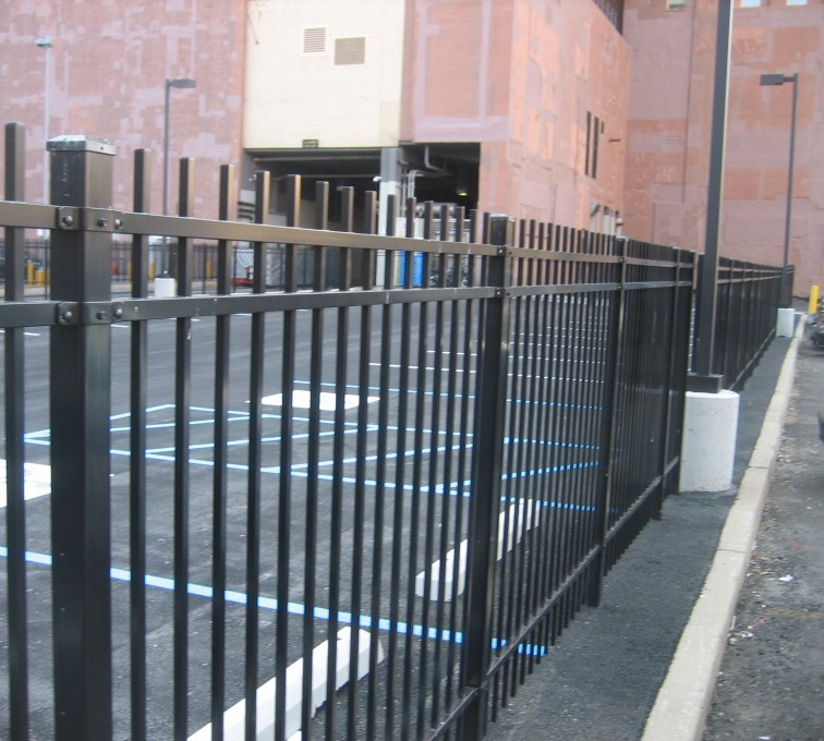 Kansas City Fence Company - American Ornamental Fencing, Alternating Picket with finials