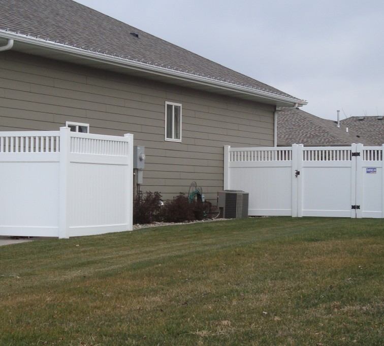 AmeriFence Corporation Kansas City - Vinyl Fencing, Privacy with Picket Accent