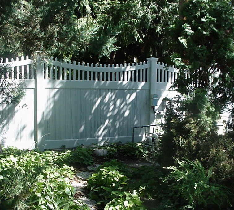AmeriFence Corporation Kansas City- Vinyl Fencing, Privacy With Sloped Rail Picket Accent 704
