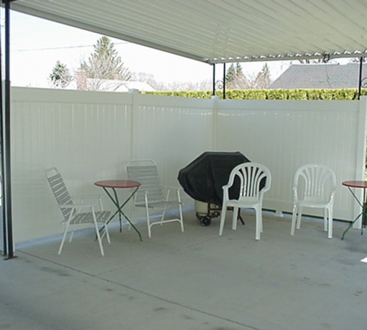 AmeriFence Corporation Kansas City - Vinyl Fencing, Solid Privacy Patio (612)
