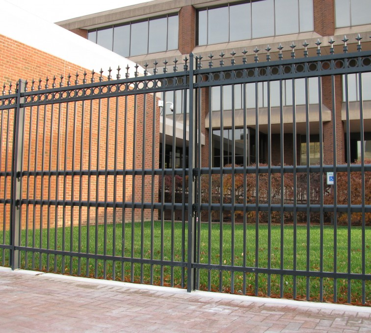 Kansas City Fence Company - American Ornamental Fencing, Alternating Picket with Rings & Finials