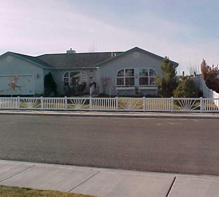 AmeriFence Corporation Kansas City - Vinyl Fencing, Sunburst closed picket 575