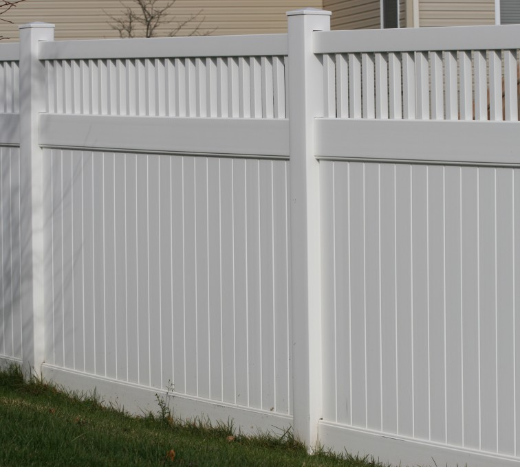 AmeriFence Corporation Kansas City- Vinyl Fencing,Vinyl 6' private with picket accent 706