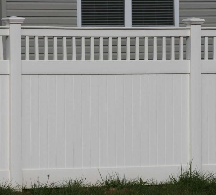 AmeriFence Corporation Kansas City - Vinyl Fencing,Vinyl 6' private with picket accent 707