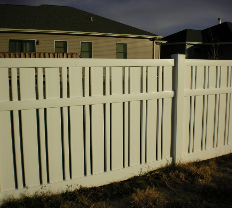 AmeriFence Corporation Kansas City - Vinyl Fencing, Alternating Picket AFC Grand Island