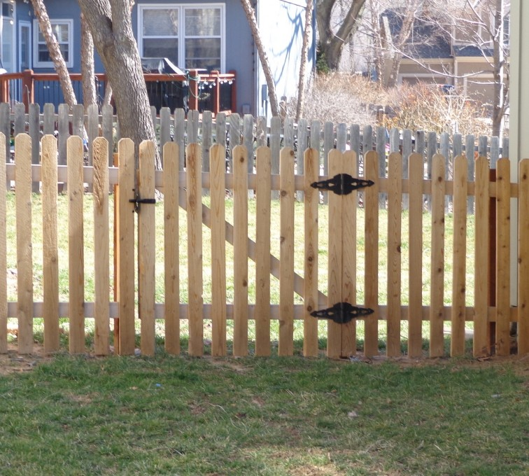 AmeriFence Corporation Kansas City - Wood Fencing, 4' Picket - AFC-KC