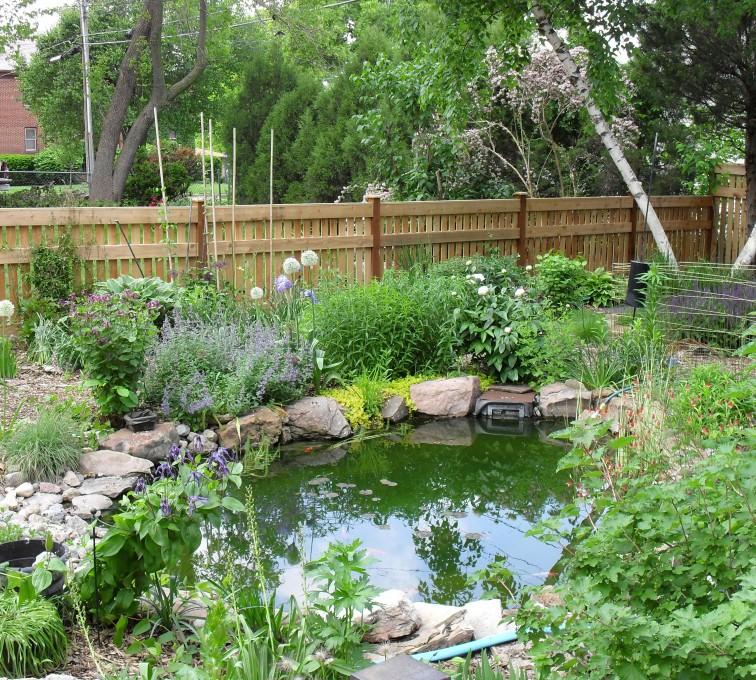 AmeriFence Corporation Kansas City - Wood Fencing, Landscaped Backyard